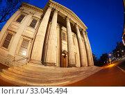 Купить «Entrance and columns of United States First Bank», фото № 33045494, снято 15 апреля 2018 г. (c) Сергей Новиков / Фотобанк Лори