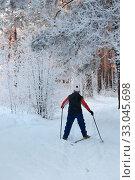 За красивым пейзажем на лыжной прогулке в иней. Стоковое фото, фотограф Анатолий Матвейчук / Фотобанк Лори