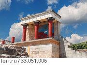 Купить «Кносский дворец на Крите, Ираклион, Греция», фото № 33051006, снято 5 июня 2017 г. (c) Наталья Волкова / Фотобанк Лори