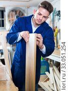 Man measuring boards for furniture at workshop. Стоковое фото, фотограф Яков Филимонов / Фотобанк Лори
