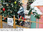Купить «Фигурка Волка. Красивые новогодние украшения на Манежной площади. Зимний день после снегопада. Москва», фото № 33052074, снято 12 января 2020 г. (c) E. O. / Фотобанк Лори