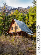 Купить «Wooden house in the taiga. Climbing camp Aktru, Altai Republic, Russia», фото № 33052126, снято 17 сентября 2019 г. (c) Вадим Орлов / Фотобанк Лори