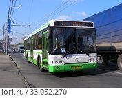 Купить «Автобус №68 на рейсе. Щелковское шоссе. Город Москва», эксклюзивное фото № 33052270, снято 18 сентября 2014 г. (c) lana1501 / Фотобанк Лори