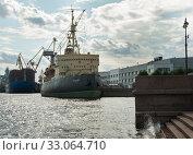 SAINT PETERSBURG, RUSSIA - september 12, 2019: The Icebreaker Krasin, now Museum, on Lieutenant Schmidt embankment on right of Neva river. Стоковое фото, фотограф Короленко Елена / Фотобанк Лори