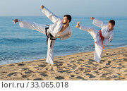 Man and boy exercising karate. Стоковое фото, фотограф Яков Филимонов / Фотобанк Лори