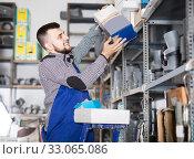 Купить «Guy takes out a box with small items for repair», фото № 33065086, снято 15 марта 2017 г. (c) Яков Филимонов / Фотобанк Лори