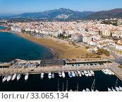 Купить «Aerial view of yachts in Roses harbor, Costa Brava, Spain», фото № 33065134, снято 10 февраля 2019 г. (c) Яков Филимонов / Фотобанк Лори