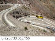 Serpentine road at Paso Los Libertadores. Стоковое фото, фотограф Яков Филимонов / Фотобанк Лори