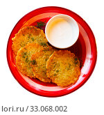 Купить «Potato pancakes with sour cream. Belorussian cuisine», фото № 33068002, снято 30 мая 2020 г. (c) Яков Филимонов / Фотобанк Лори
