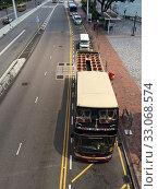 Купить «Sightseeing open top bus, Hong Kong», фото № 33068574, снято 25 сентября 2019 г. (c) Александр Подшивалов / Фотобанк Лори