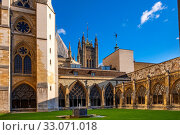 London, England / United Kingdom - 2019/01/28: Inner courtyard of the royal Westminster Abbey, formally Collegiate Church of St. Peter at Westminster with... Редакционное фото, фотограф bialorucki bernard / age Fotostock / Фотобанк Лори