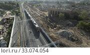 Купить «Train in city outskirts, aerial», видеоролик № 33074054, снято 26 февраля 2020 г. (c) Данил Руденко / Фотобанк Лори