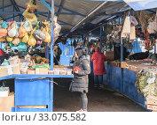 Купить «Рынок Сенной. Ряд с лекарственными травами. Краснодар, 02.2020.», фото № 33075582, снято 13 февраля 2020 г. (c) Игорь Тарасов / Фотобанк Лори