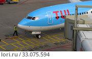 Купить «TUI Fly Boeing 737 taxiing end», видеоролик № 33075594, снято 29 июля 2017 г. (c) Игорь Жоров / Фотобанк Лори