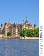 Schwerin Castle in the Mecklenburg Lake District. Стоковое фото, фотограф Peter Eckert / PantherMedia / Фотобанк Лори