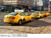 Купить «Яндекс такси на Красной Пресне. Москва», фото № 33098026, снято 8 февраля 2020 г. (c) Валерия Попова / Фотобанк Лори
