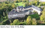 Купить «Top view of medieval castle Zbiroh. Czech Republic», видеоролик № 33115442, снято 10 октября 2019 г. (c) Яков Филимонов / Фотобанк Лори