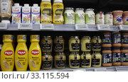 Variety of popular sauces on display in grocery shop. Редакционное видео, видеограф Яков Филимонов / Фотобанк Лори
