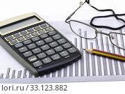 Купить «statistical calculator pen glasses», фото № 33123882, снято 5 августа 2020 г. (c) PantherMedia / Фотобанк Лори