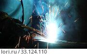 Купить «Close-up of the welding process of metal structures  in shop. Industrial theme», видеоролик № 33124110, снято 16 февраля 2020 г. (c) Алексей Кузнецов / Фотобанк Лори