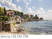 View of the promenade of Nessebar with outdoors cafes and restaurants. Black Sea resort of Bulgaria (2019 год). Редакционное фото, фотограф Юлия Бабкина / Фотобанк Лори