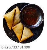 Купить «Samosas filled with curry leaves», фото № 33131990, снято 29 мая 2020 г. (c) Яков Филимонов / Фотобанк Лори