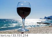 Купить «Бокал с красным вином на фоне моря. Крым», фото № 33151214, снято 10 сентября 2019 г. (c) Сергей Рыбин / Фотобанк Лори