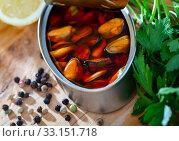Купить «Pickled mussels in oil with parsley, lemon, spices», фото № 33151718, снято 20 февраля 2020 г. (c) Яков Филимонов / Фотобанк Лори