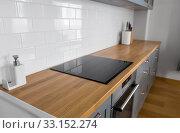 Купить «modern home kitchen interior with oven and hob», фото № 33152274, снято 15 октября 2019 г. (c) Syda Productions / Фотобанк Лори
