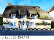 Traditional picturesque thatched buildings in the rural village of lulworth. Стоковое фото, фотограф Zoonar.com/Oliver Taylor / age Fotostock / Фотобанк Лори
