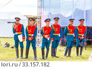 Купить «Russia, Samara, June 2019: soldiers in the form of a guard of honor rest on command freely.», фото № 33157182, снято 8 июня 2019 г. (c) Акиньшин Владимир / Фотобанк Лори