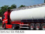 Купить «a parked truck with trailer», фото № 33158826, снято 26 мая 2020 г. (c) PantherMedia / Фотобанк Лори