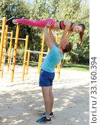 Man with daughter doing acrobatic elements. Стоковое фото, фотограф Яков Филимонов / Фотобанк Лори