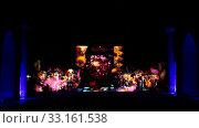 Вид на площадь Регистан в Самарканде с медресе Улугбека, медресе Шердора и медресе Тилля-Кари ночью во время лазерного шоу. Узбекистан. Редакционное видео, видеограф Наталья Волкова / Фотобанк Лори