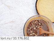 Купить «Baking pecan pie - pie filling and pastry crust», фото № 33176802, снято 5 июля 2020 г. (c) PantherMedia / Фотобанк Лори
