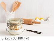 Купить «Baking ingredients in a glass with vanilla pods», фото № 33180470, снято 5 июля 2020 г. (c) PantherMedia / Фотобанк Лори