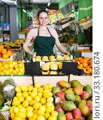 Купить «Saleswoman offering peaches in supermarket», фото № 33180674, снято 14 октября 2017 г. (c) Яков Филимонов / Фотобанк Лори