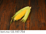 One open corn cob on vintage wooden surface. Стоковое фото, фотограф Anton Eine / PantherMedia / Фотобанк Лори