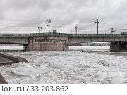 Купить «Литейный мост и замерзшая Нева в районе Воскресенской набережной. Санкт-Петербург», фото № 33203862, снято 13 февраля 2020 г. (c) Румянцева Наталия / Фотобанк Лори