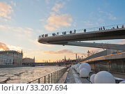 """Купить «Под """"Парящим мостом"""" парка «Зарядье». Зимний закат. Москва», фото № 33207694, снято 8 февраля 2020 г. (c) E. O. / Фотобанк Лори"""