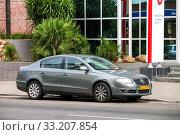 Купить «Volkswagen Passat», фото № 33207854, снято 11 февраля 2020 г. (c) Art Konovalov / Фотобанк Лори