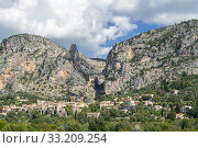 Купить «The village Moustiers-Sainte-Marie in the Alpes-de-Haute-Provence, Provence-Alpes-Cote d'Azur, Provence, France. September 2018», фото № 33209254, снято 12 июля 2020 г. (c) Nature Picture Library / Фотобанк Лори