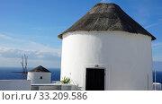 traditional greece windmill in oia on santorini island. Стоковое фото, фотограф Christian Schnoor / PantherMedia / Фотобанк Лори