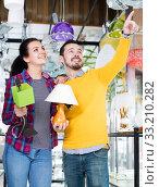 Купить «Man with girl points to interesting lamp», фото № 33210282, снято 16 февраля 2017 г. (c) Яков Филимонов / Фотобанк Лори