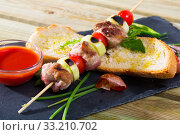 Купить «Shashlik (mutton slices on barbecue skewers)», фото № 33210702, снято 5 июля 2020 г. (c) Яков Филимонов / Фотобанк Лори