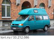 Купить «Volkswagen Transporter Westfalia», фото № 33212086, снято 11 сентября 2013 г. (c) Art Konovalov / Фотобанк Лори