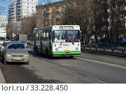 Купить «Автобус № 126 на рейсе. Улица Яблочкова. Бутырский район. Город Москва», эксклюзивное фото № 33228450, снято 26 февраля 2015 г. (c) lana1501 / Фотобанк Лори