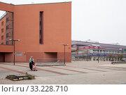 Neustaedter Passage in the prefabricated concrete slab district Halle-Neustadt (2018 год). Редакционное фото, агентство Caro Photoagency / Фотобанк Лори