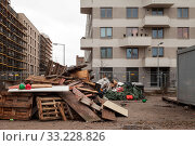 Construction waste and new construction of residential buildings in the Europa-City in the Heidestrasse in Berlin-Moabit (2018 год). Редакционное фото, агентство Caro Photoagency / Фотобанк Лори