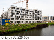 Berlin, Germany, new apartments along the canal in Moabit (2019 год). Редакционное фото, агентство Caro Photoagency / Фотобанк Лори